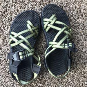 Chaco green black size 6 women's toe double strap